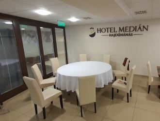 Hotel Medián étterme, Hajdúnánás