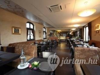 Platán Restaurant & Café, Tata