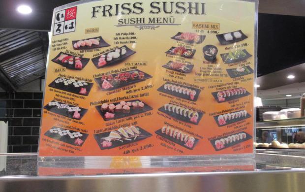 A WCBS-en. Rom ezzel beérte, s egyre a saját sushi-ját kínálgatta a lánynak kóstolásra, azon.